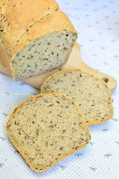 Fresh Homebaked Healthy Wholegrain Bread With Flaxseed. Potato Recipes, Bread Recipes, Cooking Recipes, Cooking Bread, Romanian Food, Tasty, Yummy Food, Pastry Cake, Naan