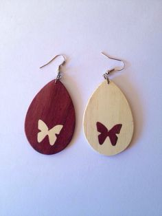 Aretes en madera de Nazareno y Naranjo incrustados Wooden Earrings, Wooden Jewelry, Diy Earrings, Resin Jewelry, Jewelry Crafts, Wood Burning Techniques, Laser Cutter Projects, Laser Cut Jewelry, Diy Crafts To Do