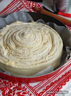Veoma ukusan i dekorativan! Još jedna varijanta lisnate pite sa maslacem i sirom, u obliku puža :))