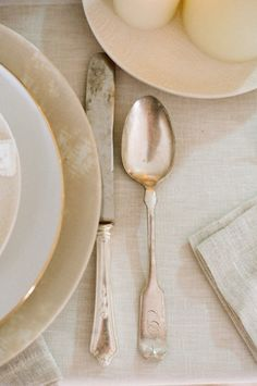 Layered neutrals with linen / Props