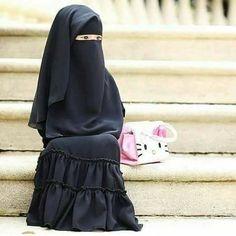 ما شاء الله وتبارك الله ، التميز في الصغر جوهرة صغيرة تنمو Hijab Dp, Hijab Niqab, Mode Hijab, Hijab Chic, Niqab Fashion, Muslim Fashion, Fashion Muslimah, Beautiful Muslim Women, Beautiful Hijab