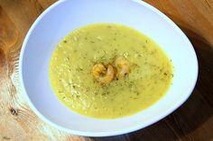 Zucchini-Kartoffel-Knoblau-Suppe mit Garnelen