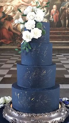 Blue and Gold Wedding Colour Theme For An Elegant Wedding Navy blue wedding cake, wedding cake, wedding cake design, dark blue wedding cake, blue and gold wedding cake … Gold Wedding Colour Theme, Navy Blue Wedding Cakes, White And Gold Wedding Cake, Burgundy Wedding Cake, Blue Weddings, Wedding Navy, Bling Wedding, Indian Weddings, Floral Wedding