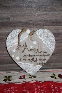 Coeur bois pyrogravé + déco modeling paste Modeling Paste, Decorative Plates, Home Decor, Gift Ideas, Handmade Gifts, Creative Crafts, Woodwind Instrument, Decoration Home, Room Decor