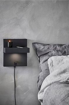 Applique a LED Cubico, attacco ricarica USB nero Plate Camera, Applique Led, Lumiere Led, Support Mural, Compact Living, 5 W, House Doctor, At Home Store, Floating Nightstand