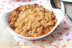 Une recette de crumble aux pommes à faire avec du caramel beurre salé, un dessert facile gourmand avec du spéculoos. Pomme ou poire, le crumble est rapide