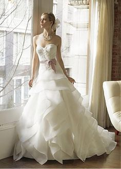 GLAMOROUS SATIN ORGANZA SATIN SWEETHEART NECKLINE WEDDING DRESS WITH HANDMADE FLOWER AND BEADS