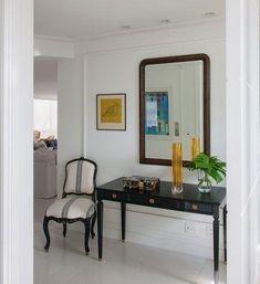 Como ter um hall em casa mesmo sem ter espaço Decor, Furniture, House, Interior, Hall, Oversized Mirror, Foyer, Home Decor, Interior Design