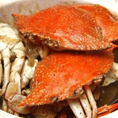 Fresh mud crabs steamed with grounded pepper that never fail to excite your taste buds.