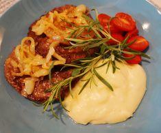 Hei! Dagens middag tips er karbonader med karamellisert løk og jordskokkpure som er et deilig og mettende måltid.   Karbonader med karamellisert løk og jordskokkpure (ca 2-3 porsjoner)  Karbonader 400 gram kjøttdeig 1 egg 1 ss fiber husk 1 ts salt 1/2 ts pepper 1 fedd hvitløk (presset) Camembert Cheese, Dairy, Pepper, Egg, Food, Eggs, Egg As Food, Meal, Essen