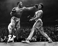 Fight Of The Century - Smokin' Joe Frazier unleashes a left hook from hell on the GOAT, Muhammad Ali , Frazier had the best hook in the business. Mohamed Ali, Muay Thai, Train Hard, Boxe Fight, Boxe Mma, Jimmy Connors, Smokin Joes, Nate Diaz, Float Like A Butterfly