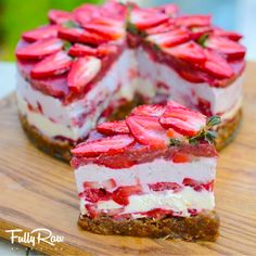 Fully Raw Strawberry Shortcake by Fully Raw Kristina Raw Vegan Desserts, Raw Vegan Recipes, Köstliche Desserts, Vegan Sweets, Vegan Foods, Healthy Desserts, Healthy Treats, Dessert Recipes, Paleo