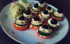 jednohubky a další prima recepty Raw Vegan, Sushi, Ethnic Recipes, Food, Essen, Meals, Yemek, Eten, Sushi Rolls