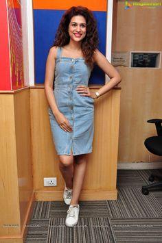 Tamil Actress Shraddha Das Photos - Image 24