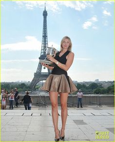 Maria Sharapova & Rafael Nadal Pose with Their French Open Trophies!