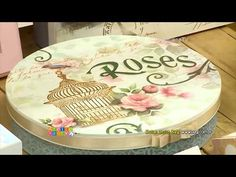 (11) Como fazer uma caixa decorada com STENCIL de Leiteira com Rosas - OPA Criando Arte   Mayumi Takushi - YouTube Decoupage Vintage, Diy Cardboard, Diy And Crafts, Stencils, Decorative Plates, Shabby, Tableware, Youtube, Home Decor