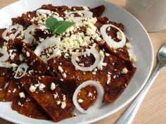 Receta de Chilaquiles de Mole | Esta receta de chilaquiles de mole son una delicia. Atrévete a prepararlos y cambia el sabor de los chilaquiles tradicionales por estos chilaquiles de mole.