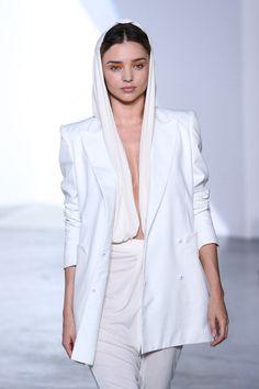 Miranda Kerr no desfile de Vionnet Miranda Kerr, Fashion Details, Classy, Coat, Casual, Jackets, Models, Down Jackets, Sewing Coat