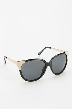 Winged Round Sunglasses @Ashley Urban OUTFITTERS