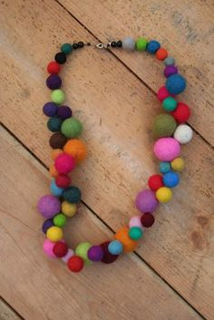 Merino hand rolled felt ball necklace The Effective Pictures We Offer You About Diy Wool Balls garla Felt Necklace, Fabric Necklace, Diy Necklace, Knitted Necklace, Necklaces, Collar Necklace, Textile Jewelry, Fabric Jewelry, Felted Jewelry