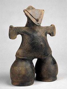 Masked dogū from Nakappara, Nagano prefecture, Japan. BC Dogu are from the earliest-dated tradition of pottery manufacture in the world, dating to the prehistoric Jomon period, which began years ago. Japanese Ceramics, Japanese Pottery, Ancient Aliens, Ancient History, European History, American History, Ceramic Figures, Ceramic Art, Jomon Period