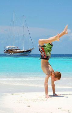 Maldives Live-aboard Charters - Enjoy more beautiful beaches on Maldives live-aboard charters.