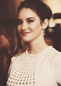 Shailene Woodley Divergent, The Fault in Our stars, and The secret life of an american teenager
