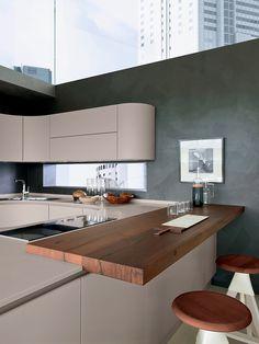 Artika kitchen, designed by Pedini. Material: HI-MACS® Babylon Beige. ©Pedini Cucine