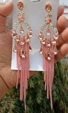 Indian Bridal Jewelry Sets, Indian Jewelry Earrings, Fancy Earrings, Jewelry Design Earrings, Hand Jewelry, Antique Jewellery Designs, Fancy Jewellery, Stylish Jewelry, Fashion Jewelry
