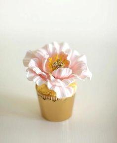 Sugar flower cupcake from Connie Cupcake
