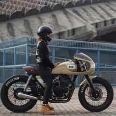 Bike In the Shop : Photo