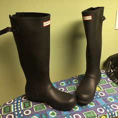 Brand new Hunter snow boots. WIDE CALF Brand new hunter snow boots. WIDE CALF. Never used before! Size 8 Hunter Boots Shoes Winter & Rain Boots