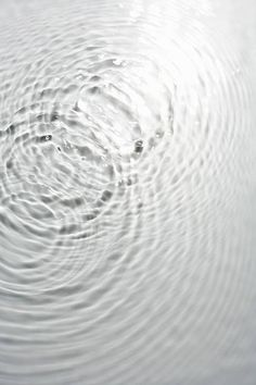 Circle ripples on water surface Bubbles rising through water Globus Logo, Rhino 3d, Mood Images, Image Nature, Structure Metal, Lake Water, Water Reflections, Crystal Clear Water, Water Waves