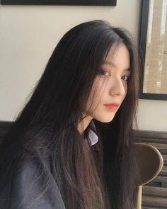 This girl is just beautiful 💋 Korean Girl Photo, Cute Korean Girl, Ulzzang Korean Girl, Ulzzang Couple, Uzzlang Girl, Hey Girl, Foto Casual, Aesthetic Girl, Beautiful Asian Girls