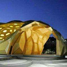 ICD/ITKE Research Pavilion, na Universidade de Stuttgart, Alemanha. Projeto feito pelo Instituto de Design Computacional (ICD) e o Instituto de Estruturas e Design de Estruturas ( ITKE) junto com um grupo de estudantes da Universidade. #architecture #arts #arquitetura #arte #decor #decoração #design #interiores #interior #projetocompartilhar #shareproject #madeiraeconforto #madeira #wood #confort #conforto