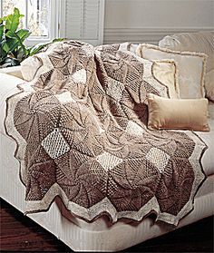Quilt-Look Afghan    http://www.lionbrand.com/patterns/929AD.html?noImages=
