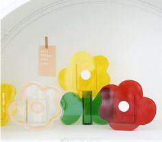 Minimalist Living, Minimalist Decor, Mondrian, Cool Kids Rooms, Home Decor Vases, Modern Clock, Transparent Design, Aesthetic Room Decor, Acrylic Material