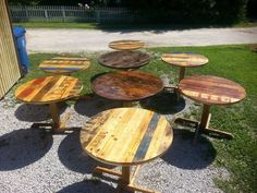 Round table conferences are meant to be the places where some serious matters of international significance are discussed. But the round table especially are associated with the dining purpose. Though they are not necessarily used for mere dining pur Pallet Home Decor, Pallet Crafts, Pallet Furniture, Furniture Ideas, Recycled Pallets, Wooden Pallets, Pallet Wood, Pallet Ideas, Indoor Bar
