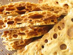 Gotta try this honeycomb candy very soon!!! It looks like very very yummy!