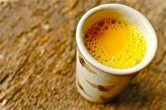 Benefits of Drinking Turmeric Milk are related to health & Beauty. Facts & Proven Health Benefits of Drinking Turmeric Milk. Drinking Turmeric Milk is the best remedy Smoothie Curcuma, Curcuma Latte, Turmeric Smoothie, Coconut Milk Recipes, Tea Recipes, Smoothie Recipes, Coconut Tea, Homemade Smoothies, Turmeric Golden Milk