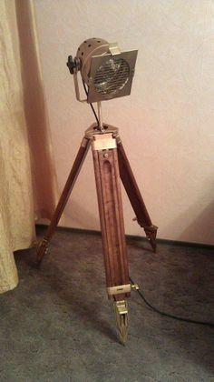 Tripod living room lamp