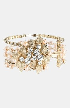 Lovely cuff bracelet in blushpink n gold