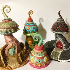 Risultati immagini per polymer clay fairy house necklace tutorial Polymer Clay Mushroom, Polymer Clay Fairy, Polymer Clay Sculptures, Fimo Clay, Polymer Clay Projects, Polymer Clay Creations, Polymer Clay Jewelry, Clay Crafts, Clay Beads