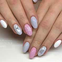 Find the most amazing Christmas nails designs here. The holiday season is a great opportunity to show off your bright manicure. Cute Christmas Nails, Xmas Nails, Christmas Nail Art Designs, Winter Nail Designs, Holiday Nails, Ny Nails, Love Nails, Pretty Nails, Nails For Kids