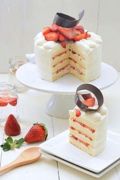 Easy Japanese Strawberry Shortcake (Light & Moist)