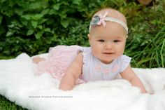 Melanie Reimer Photography | Babies, outdoor with cute headband. 6 months session.