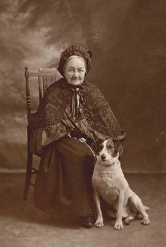 Vintage Photo of old woman with her dog --- Libby Hall Dog Photo Collection Vintage Abbildungen, Vintage Images, Antique Pictures, Old Pictures, Photos With Dog, Me And My Dog, Victorian Photos, Funny Dog Pictures, Old Dogs