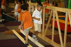 Students from UT Elementary at #ACM. Here are students learning how the thickness of beams affect a bridge's stability.