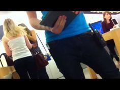 Nueva moda: doblar los iPhones Plus de las Apple Stores - http://www.actualidadiphone.com/2014/09/29/nueva-moda-doblar-los-iphones-plus-de-las-apple-stores/