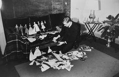 Yves Saint Laurent a Créé ses 'Paper Dolls' dans les Années 50, elles ont été Produites de 1953 à 1957.